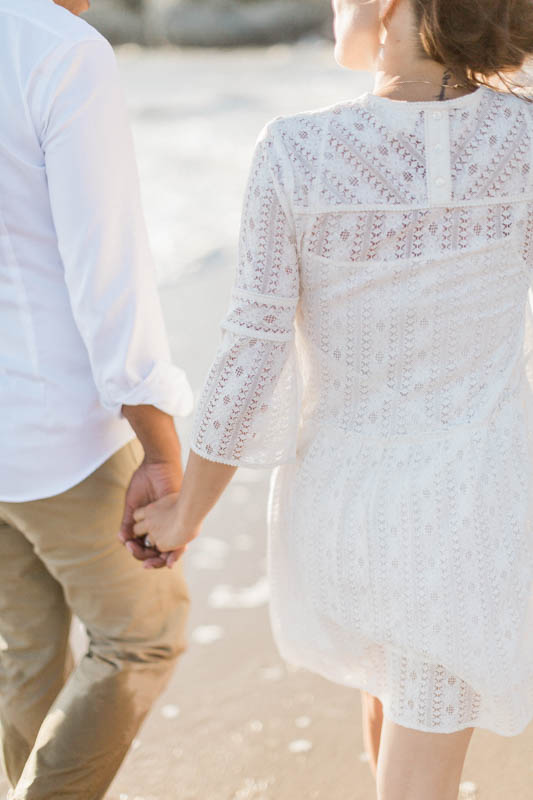 photographe de mariage nantes prend en photo un couple sur la plage